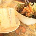 レ・ボ・プロヴァンス - 本日のランチのミニサンド・サラダ