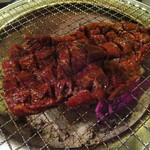 七輪焼き 天 - 1本焼きは、炭火の上でドンと焼いてチョキチョキ