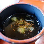 三四郎 - 蕎麦湯を入れた後に葱と七味。尚山葵は入れていません摘むのみ