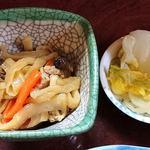 山根 - お食事処 山根 @中板橋 煮魚定食に付く切干大根の煮物を白菜の漬物