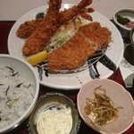 かつ波奈 - 熟成豚小ロースかつ海老フライ 豆ごはん 筍とワカメの味噌汁