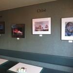 クロエコーヒーハウス - 常連さんが撮った写真パネルが展示されています。