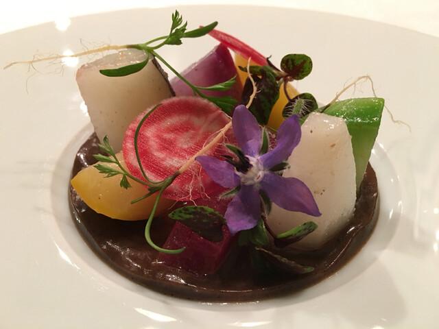 ロドラント ミノルナキジン - 根菜いろいろ黒トリュフのソースで