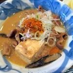 三平酒寮 - 豚もつ煮込み¥480