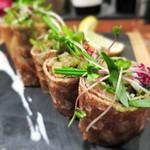 ル ブルターニュ バー ア シードル レストラン - スコットランド産スモークサーモンとアボカドのサラダガレットロール  わさび風味のフレッシュクリームと