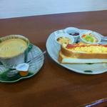 甘味処 万丸 - ブレンドコーヒーとモーニングサービス(タマゴトーストセット)