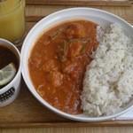 スープストックトーキョー - チキンカレーとボルシチとオレンジジュースのセット(と座席確保札)