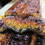 うなぎの田中屋 - 料理写真:ふっくら鰻にネットリのタレ。それが美味しい。