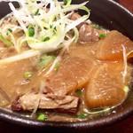 くふ楽 - 佐倉味噌の牛スジとモツの煮込み490円