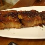 ポンテバレーノ - ◆豚バラ肉のトロトロ煮込み(300円:外税)・・指を添えましたので、大きさがわかりますかしら。 これで300円は安いでしょ。柔らかく煮こまれた豚肉ですが、普通に美味しいと申しておりました。