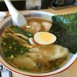 ホームラン軒 - ワンタン麺670円