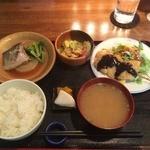 ごんわーるど - 三品おかずランチ(ブリ大根・豚バラ串カツ・キャベツ玉子炒め)1,000円