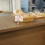 みもすパン工房 なるぱーく店 - パンの耳は無料で持ち帰りOK