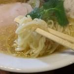 47643779 - 白しょうゆらーめんの麺