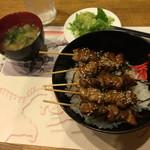 浜勝やきとり店 - 料理写真:やきとり丼、味噌汁、サラダ