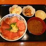 魚市 - >゜))))彡 ランチのマグロ丼❤