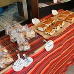 手作りパン ふくふく - 焼き菓子も並んでいます