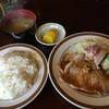 レストラン ジロー - 料理写真:豚肉しょうが焼ランチ810円①、これにドリンクが付く
