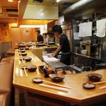 札幌成吉思汗 しろくま - 本場北海道の雰囲気! ジンギスカンといえばカウンターです。