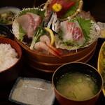 生け簀の甲羅 - 刺し盛り定食1380円