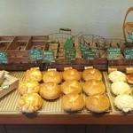 47649487 - 開店直後のパン棚