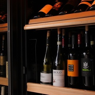 料理に合わせて、イタリアワインを楽しむくつろぎのひととき