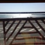 リキ リキ デリ - 席から見る湘南海岸