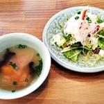 47656096 - サラダとスープ