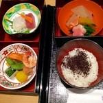 日本料理 つる家  - 二重のお重、お造り、煮物色々と