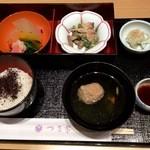 日本料理 つる家  - お吸い物は鶏肉のつくね、ゆかりご飯、きのこの胡麻和え、水菜のあっさり煮