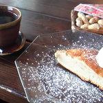 Cafe KaZe - ブレンド&自家製蕎麦粉のケーキ