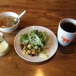 アジアン バンブーン - サラダバーのサラダ、スープ、コーヒー、プリン