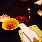 横浜風しゃぶしゃぶ鍋と焼酎・地酒居酒屋 甕仙人 関内蔵 - お通し。生姜入りキンピラと湯葉。湯葉はお塩で。