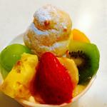 御素麺屋 大和田菓愁庵 - プリンパフェ ¥350- フルーツにプチシュー(*´Д`*)