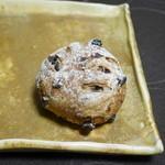 47664222 - クランベリーとコリントレーズン ライ麦パン 小¥184