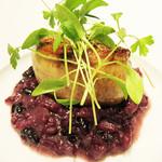 47664723 - 温かい前菜。                       スコットランドのフォアグラと糸島産の黒米のリゾット。