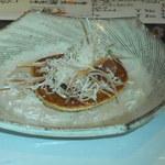 くらがり まさ - 山芋のお好み焼きみたいなの。パルメザンチーズをふりかけます
