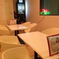 カフェ風なホワイトチェアー&テーブル