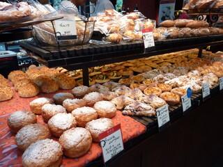 ラ ブティック ドゥ ジョエル・ロブション 丸の内ブリックスクエア店 - きれいなパン達