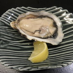 蕾 - カキコース:長崎の生牡蠣       食べ応えのある大きさ