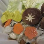 蕾 - かきコース:牡蠣鍋       牡蠣から良いだしが出ています