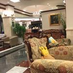 レアル プリンセサ・リカルディーナ 磯上邸 - 中世ヨーロッパの雰囲気満載。椅子の種類が全部違います。