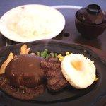 肉の万世 - ハンバーグと黒毛和牛のハーフステーキランチ