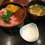 京成友膳 - 三色丼