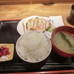 めしや 太治兵衛 - 筑波鶏のあぶり焼き定食ご飯大盛り840円