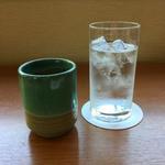 ゆりの木 - お願いすると、ほうじ茶が出てきました。