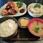 食事処 まるはち - 料理写真:から揚げ定食 800円
