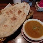 本場のインド料理 ラドウニ - ナンとチキンカレー(ディナーセット)
