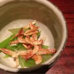 47689224 - 八尾の若ゴボウ。桜エビ?は素揚げにしてあるのかな。塩味とエビの風味で美味しく頂きました。