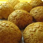 ファンファン - 料理写真:表面カリカリ 中はしっとりクルミも入っているメープルメロンパン